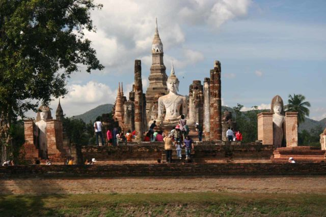 Sukhothai_047_12312008 - Prior to showing up to Mae Sot then the Death Hwy, we had spent some time touring the historical park at Sukhothai, which might very well be the most impressive in Thailand