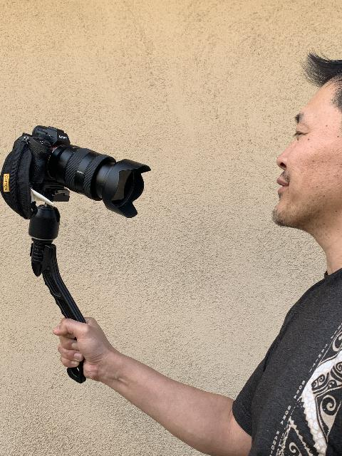 Self-recording a video using the heavier Sony Mirrorless Camera mounted on my Manfrotto ball head attached to the SwitchPod