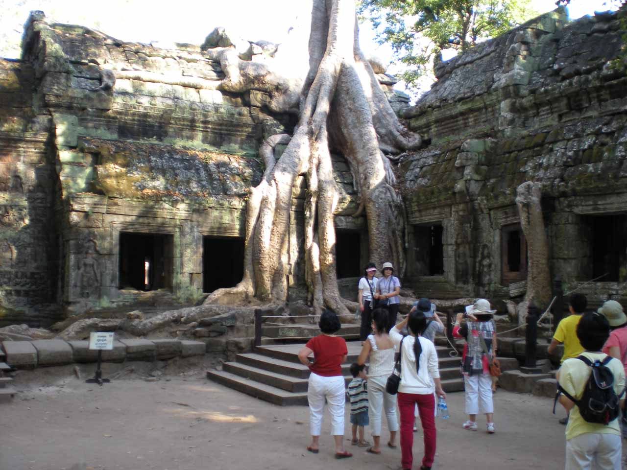 Lots of people at Ta Prohm