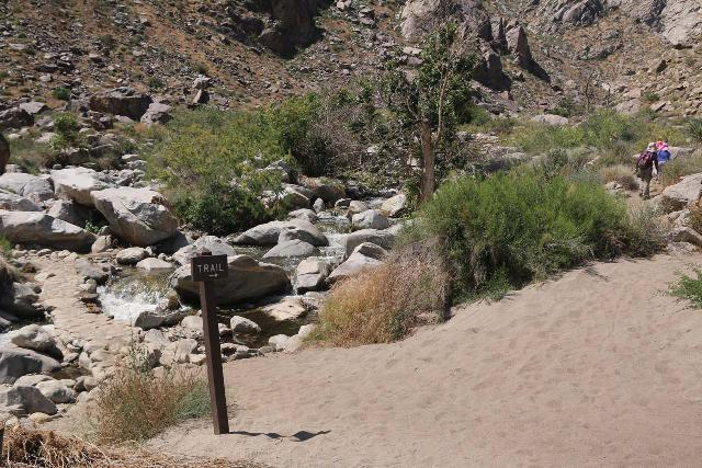 Tahquitz_Falls_023_05192019 - Trail sign in 2019 directing us to do the loop hike counterclockwise instead of going across the bridge on the left to do the loop clockwise like before