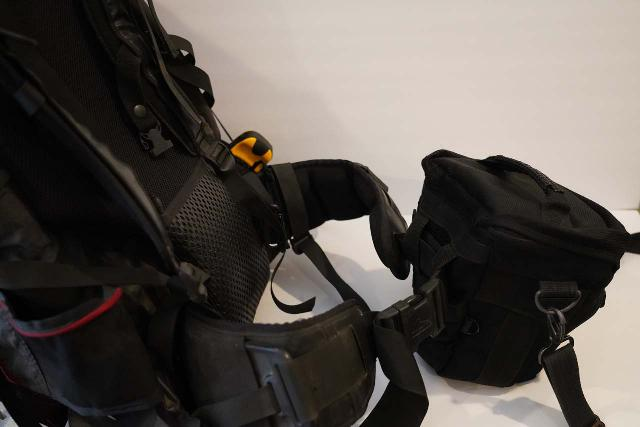 Having worn internal frame backpacks for long treks lasting more than a day, I appreciated how redistributing weight to the hips and legs alleviated a lot of physical ailments regarding the shoulders, neck, and back. So this is why this feature is a must on holster camera bags