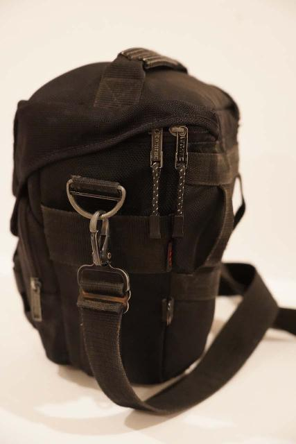 The Tamrac 5627 Holster Bag with very useful features like the flip top buckle in front and the hip belt attachment loops in back