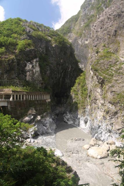 Taroko_Gorge_028_10262016 - Looking upstream towards the tunnels and overhangs that we were about to walk through on our way to the Swallow Grotto section of the Taroko Gorge