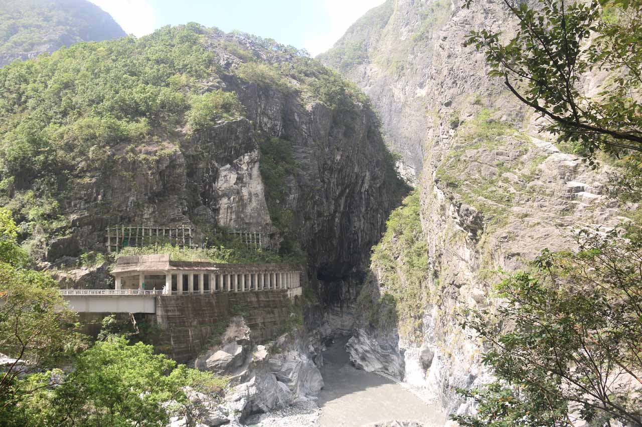 This was a dramatic example of the type of scenery found at the Taroko Gorge on the west end of the Swallow Grotto area