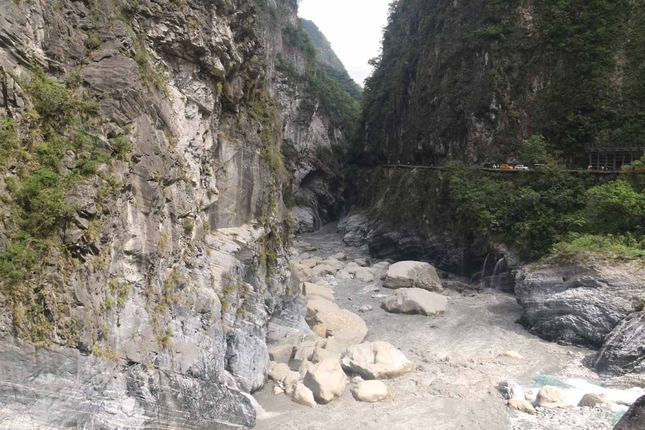 Looking along scenery typical of the Taroko Gorge