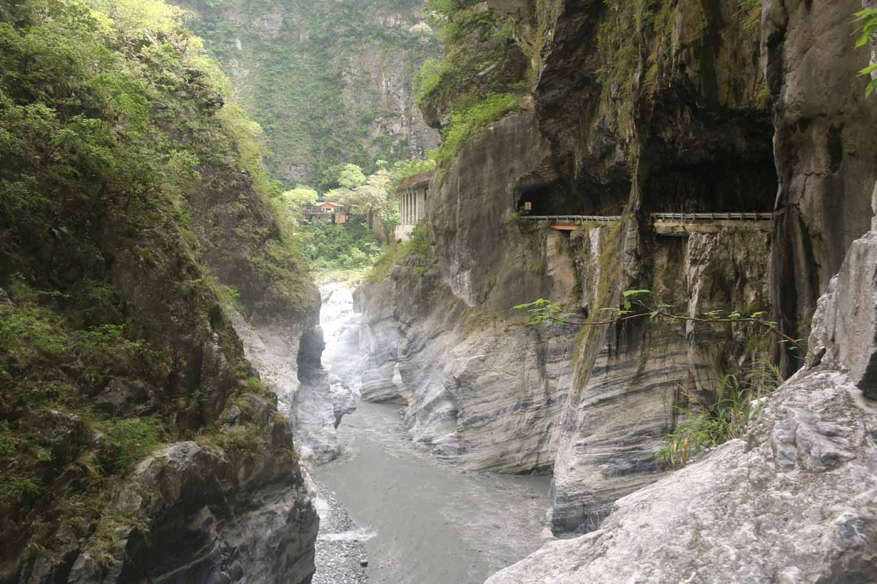 More context of the one-way road and the Taroko Gorge west of the Swallow Grotto area