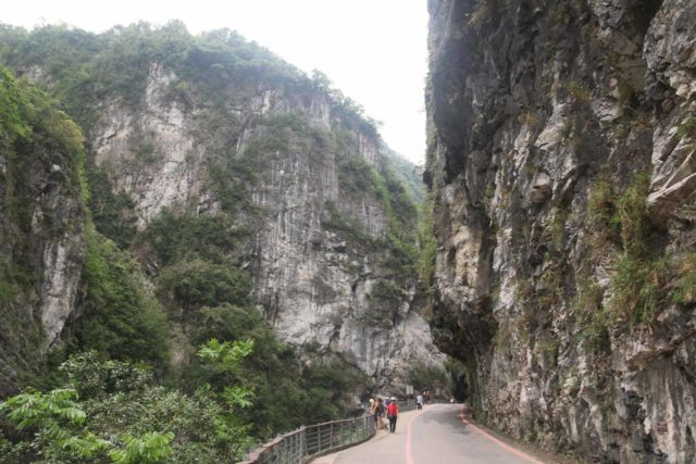 Taroko_Gorge_137_10262016 - To the north of the Fenghuang Waterfall and Hualien City was the famous Taroko Gorge, which could very well be Taiwan's most popular natural attraction