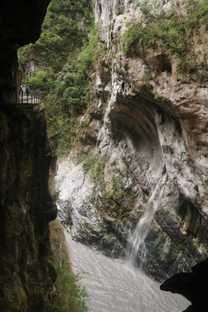 Taroko_Gorge_185_10262016 - Context of the road skirting by the Swallow Grotto section of the Taroko Gorge and a spring seeping out of a marble cliff near the base