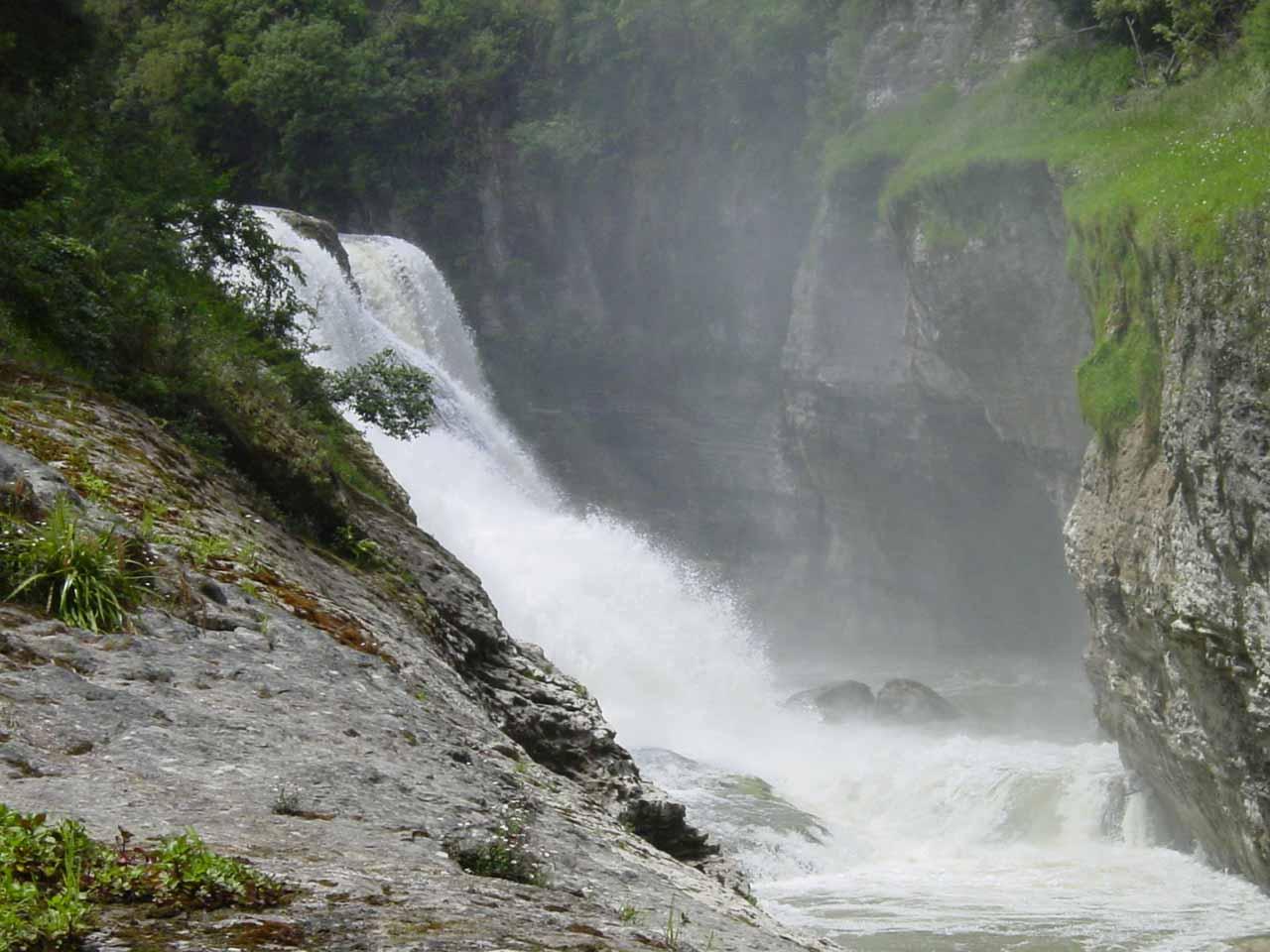 Profile view of Te Reinga Falls