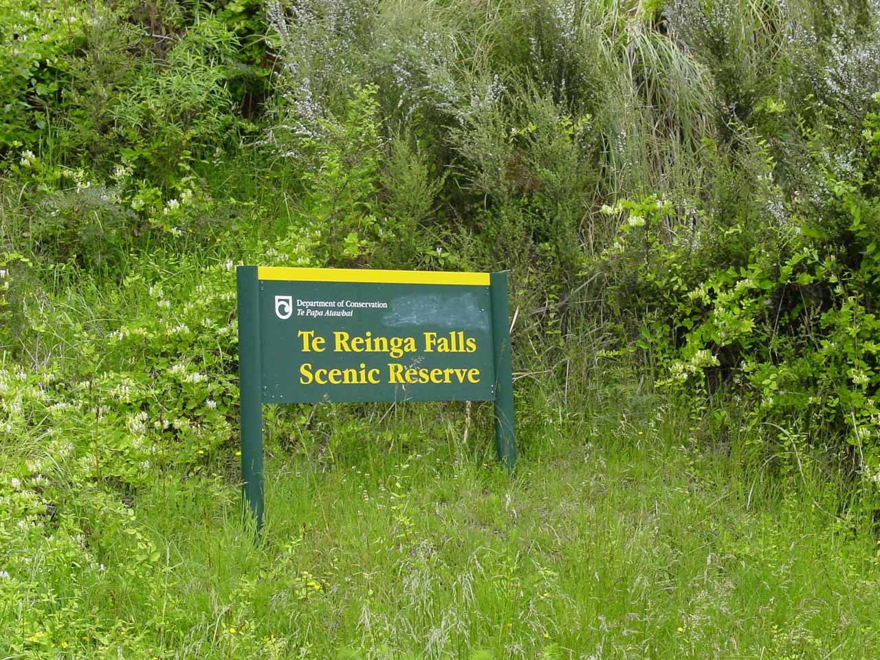 The signpost at the car park for Te Reinga Falls