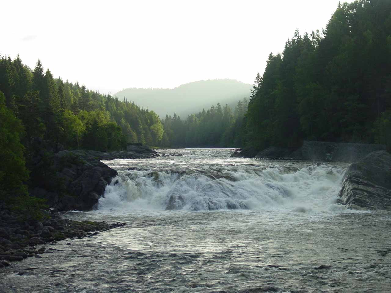While I was looking for Flakkefossen, I found this waterfall called Teinefossen, which was on the river Tøvdalselva