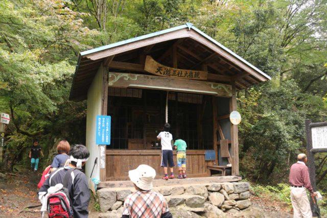 Tendaki_138_10222016 - Kids having a blast striking the gong in the shrine across from the Tendaki Waterfall