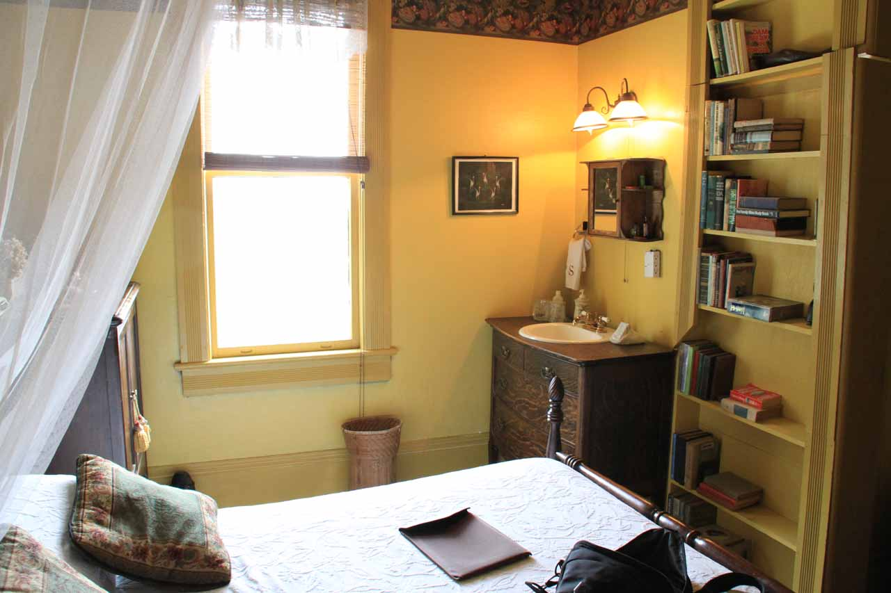 After visiting Minnehaha Falls, we drove to Toccoa where we stayed at a very pleasant B&B.  Note in this photo, that bookshelf was actually a door to the restroom!