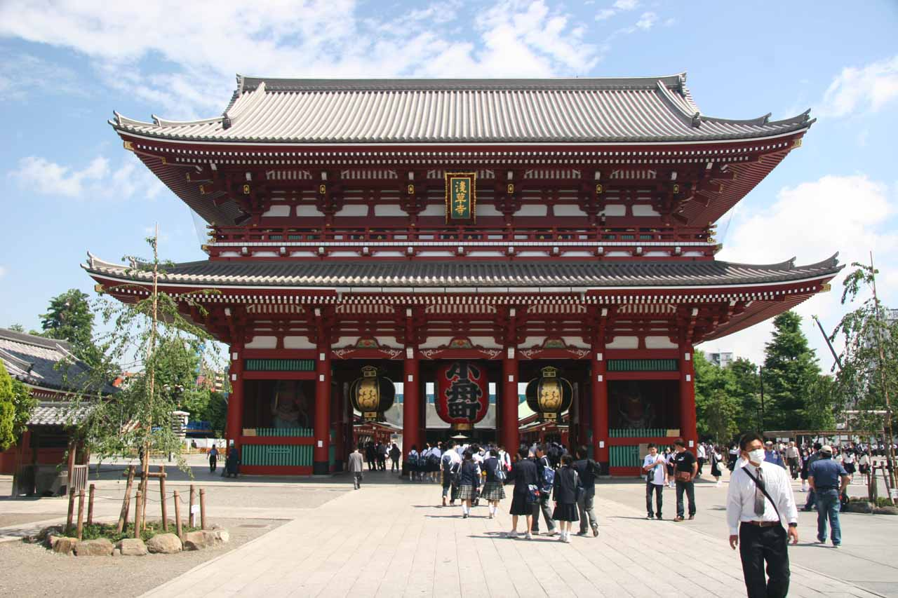 Approaching the Senso-ji Temple