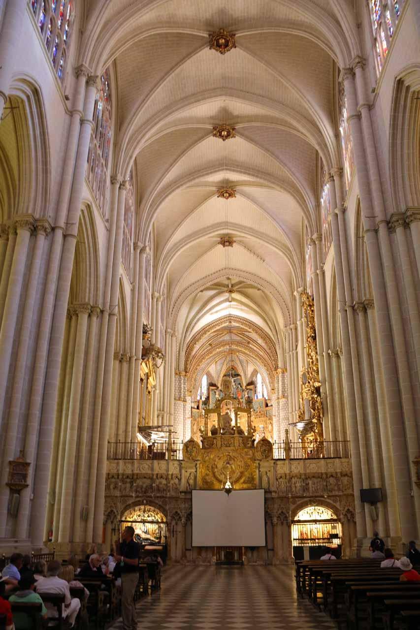 Inside the grand interior of the Catedral de Toledo