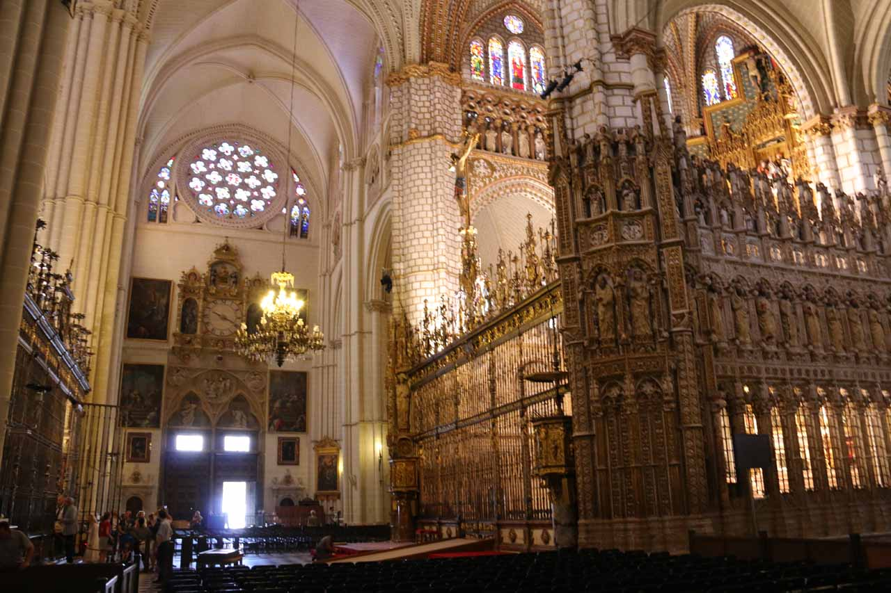 Checking out more of the interior of the Catedral de Toledo