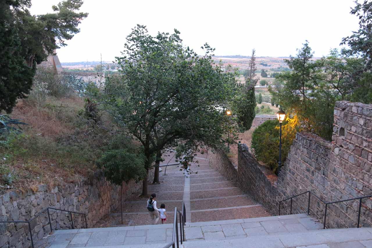 Julie and Tahia descending towards the Puente Nuevo de Alcantara