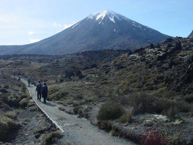 Tongariro_Crossing_021_11182004 - Hiking on the Tongariro Crossing before Mt Ngauruhoe