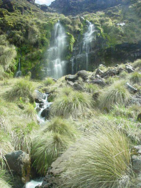 Tongariro_Crossing_042_11182004 - Soda Springs