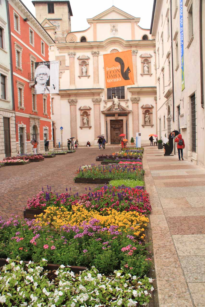 This street decorated with flowers led to the happening Piazza del Duomo