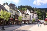 Triberg_016_06202018 - Julie and Tahia walking towards the Triberg Waterfalls while noting the cute shops across the street in Triberg