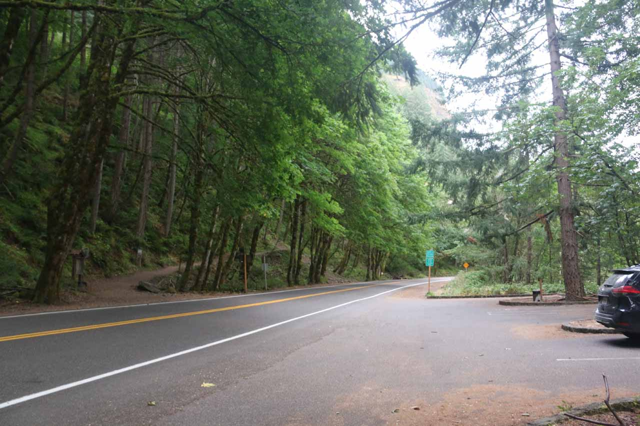 Oneonta Trailhead and parking right across each other along the Historic Columbia River Highway