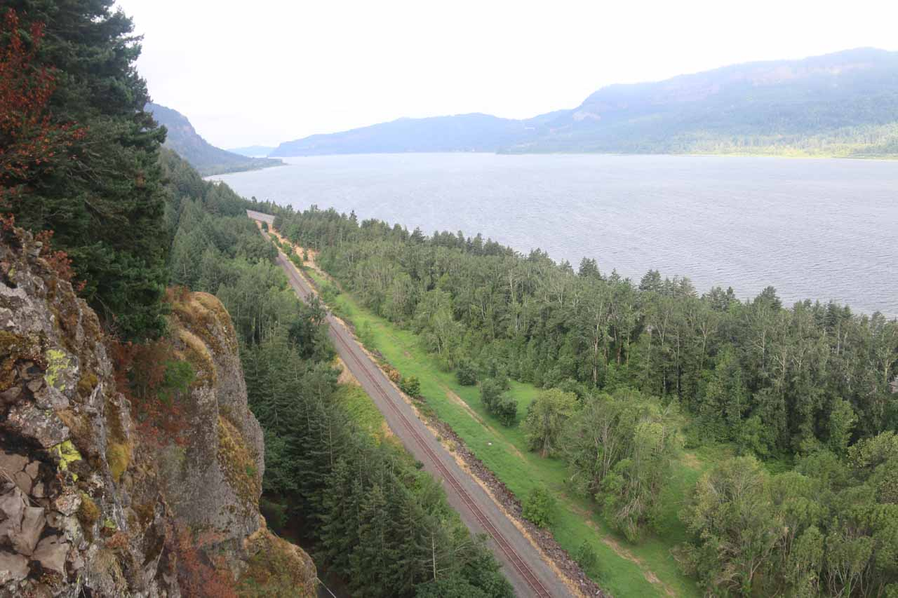 On the way up to the Middle Oneonta Falls, there was a short signposted detour to the 'Viewpoint' which provided precipitous views of the Columbia River Gorge