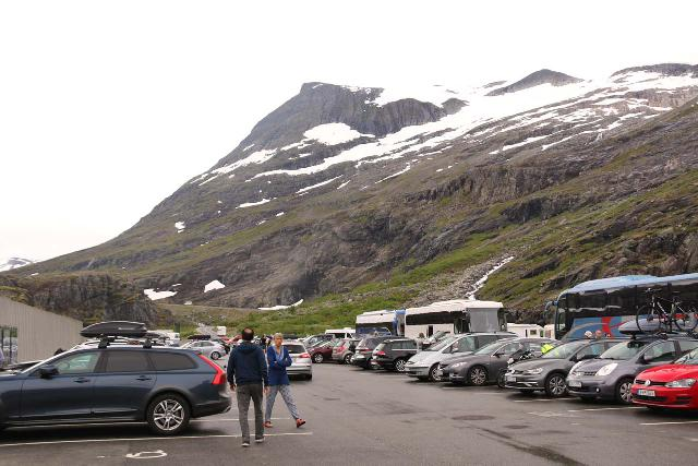 Trollstigen_093_07172019 - The busy car park at the Trollstigen Visitor Center