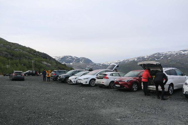 Trolltunga_063_06232019 - The limited parking for the P3 car park at Mågelitopp