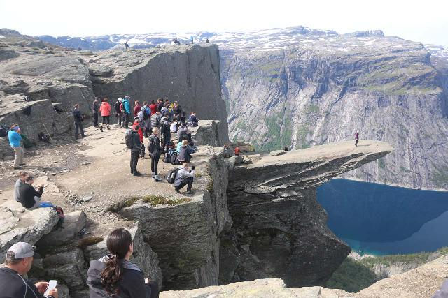 Trolltunga_479_06242019 - A whole bunch of people waiting their turn to get onto the Trolltunga and having their photo moment
