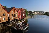 Trondheim_071_07122019 - Looking over the now-busy Good Neighbor Pub peering south from the Gamle Bybro in Trondheim