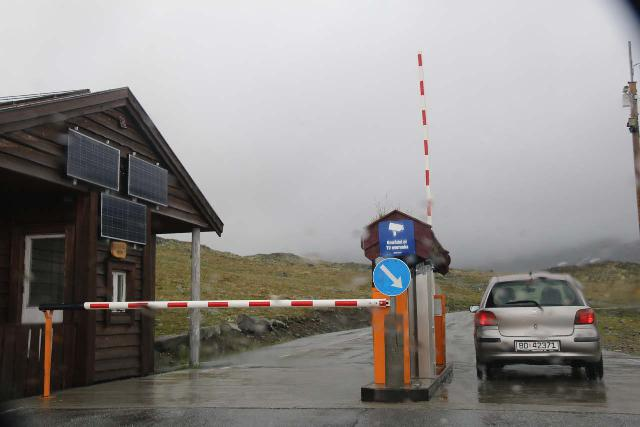 Turtagro-Ovre_Ardal_mtn_rd_048_07212019 - The automatic toll boom on the mountain pass road through both Bergdalen and Fardalen