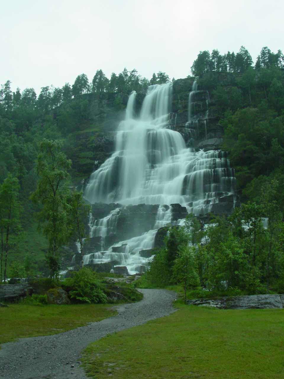 The delicate flow of Tvinnefossen