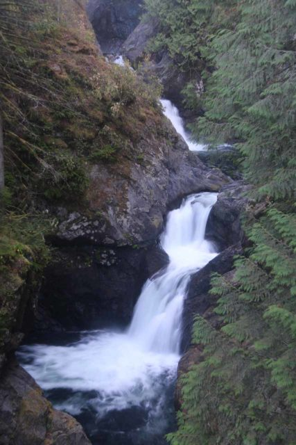 Twin_Falls_Olallie_17_092_07302017 - A pair of upper waterfalls upstream of the main drop of Twin Falls making me wonder if these waterfalls were how the name came about