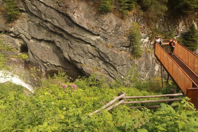 Umbal_Waterfalls_174_07162018 - Context of one of the overhanging lookouts over the Umbalfälle for a more unusual frontal look at parts of it