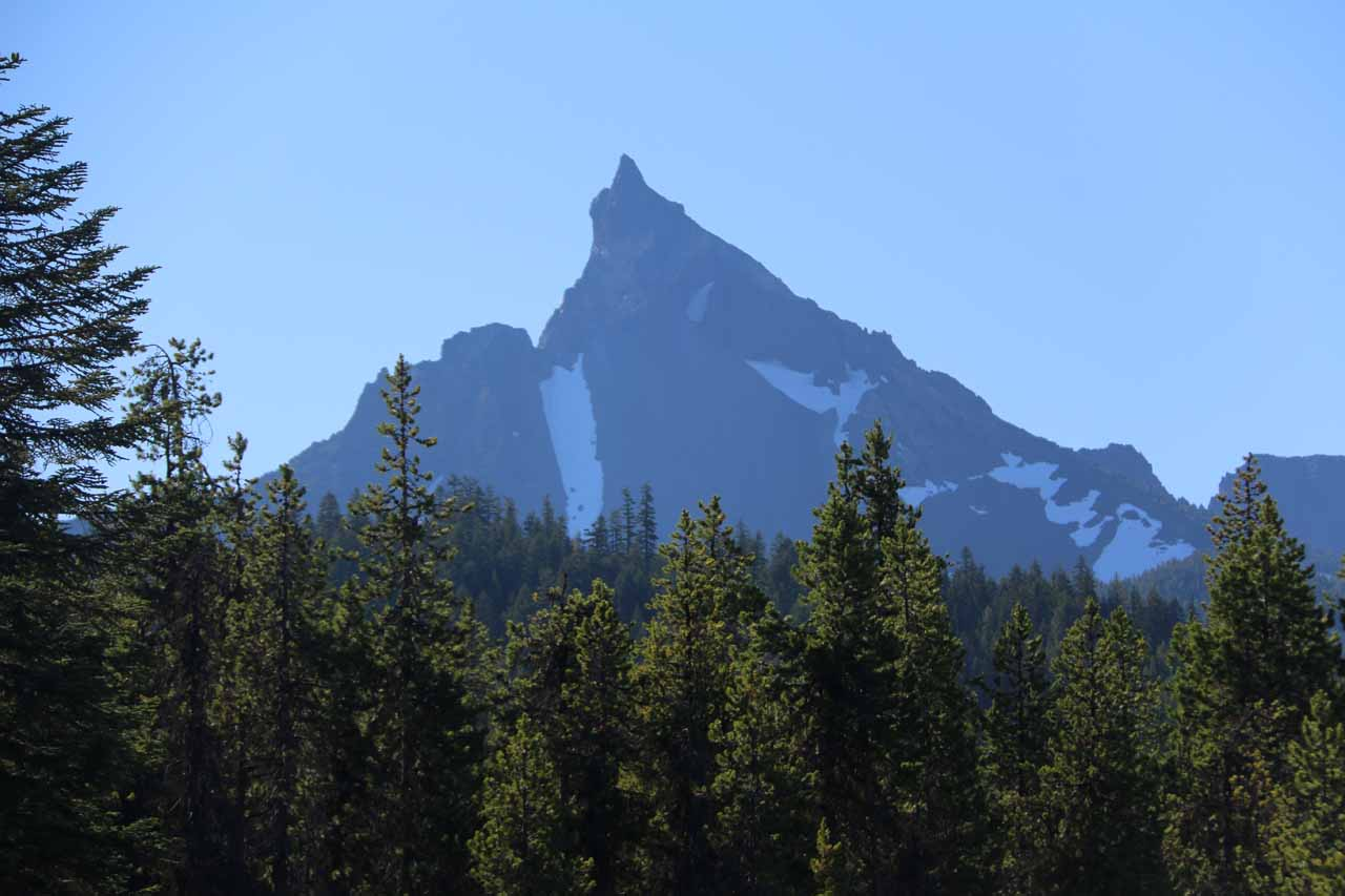 The jagged Mt Thielsen was a very prominent mountain that we noticed while making the drive towards Toketee Falls along Hwy 230 and Hwy 138