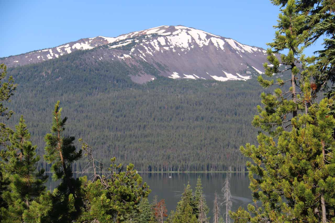Toketee Falls was roughly a half-hour's drive from the neighboring Diamond Lake, which was sandwiched between the twin volcanic peaks of Mt Bailey and the jagged Mt Thielsen
