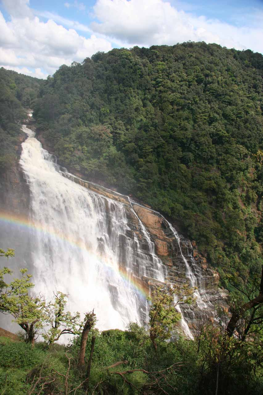Another look at Unchalli Falls with rainbow and mountain context