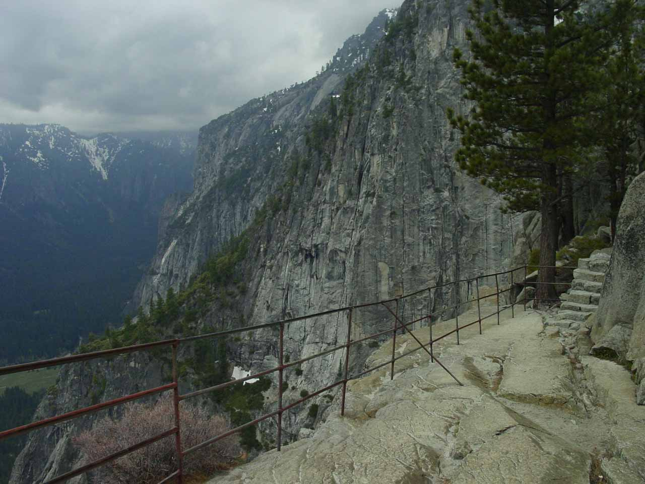 The viewing area at the top of Yosemite Falls