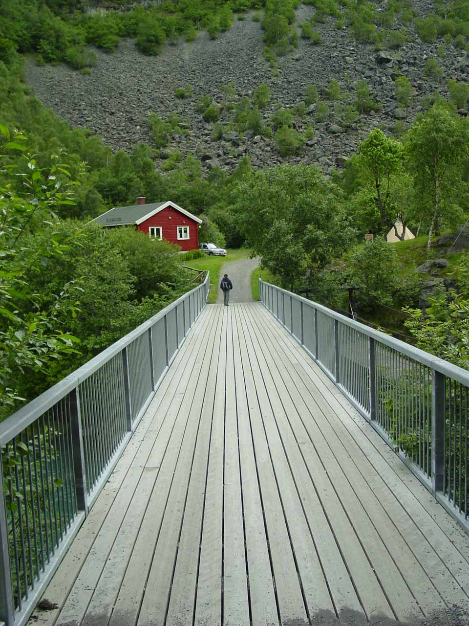 The bridge between the car park and the Utladalen Naturhus