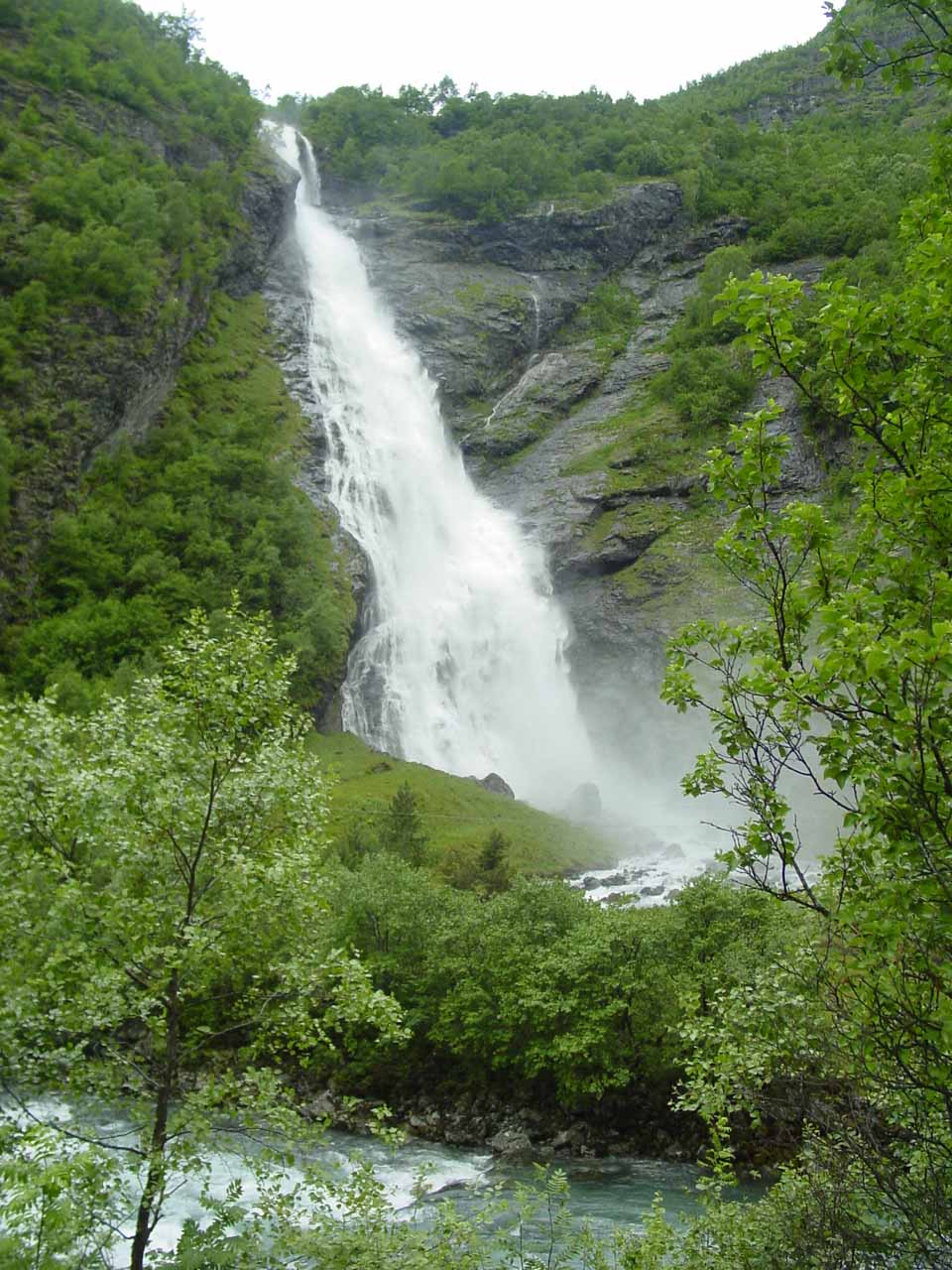 The viewing angle of Avdalsfossen changed as we continued walking the trail