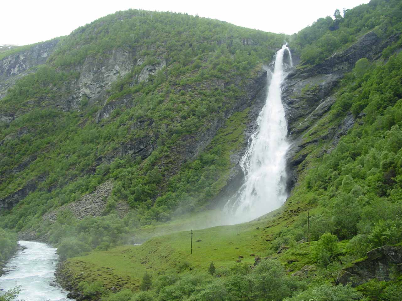 Avdalsfossen was the second major waterfall of Utladalen that Julie and I encountered.  This was around 10-15 minutes walk from the car park