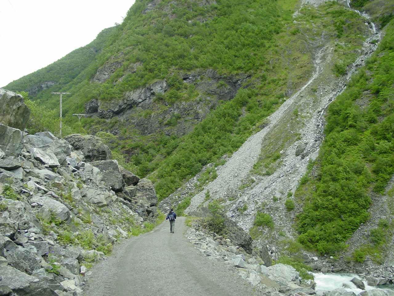 Beyond Avdalsfossen, we then entered a rockfall-prone section of track