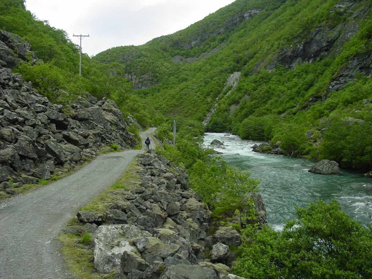 After the rockfall-prone section, the road continued following alongside the Utla River