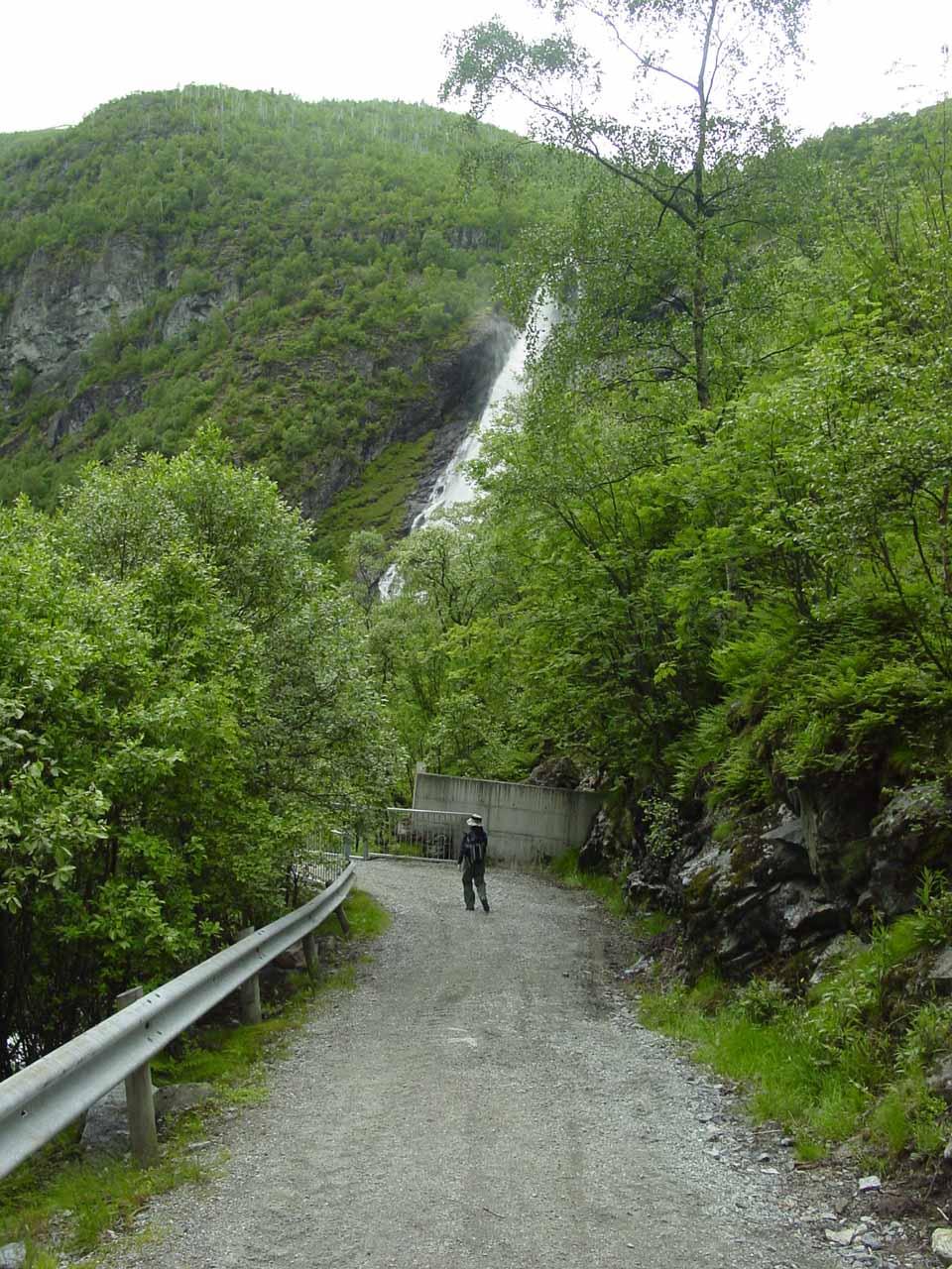 Julie approaching Avdalsfossen again