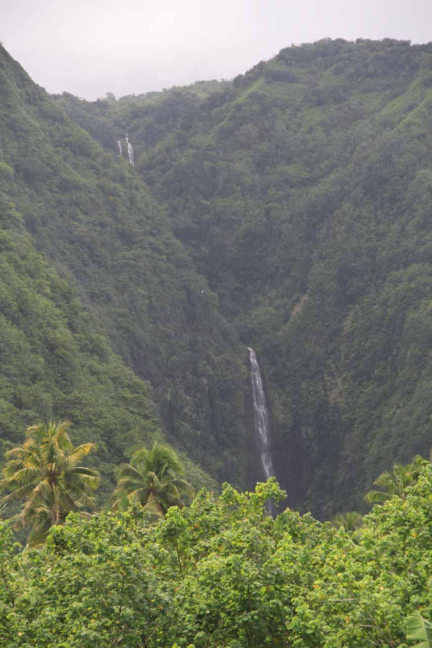 Portrait shot of Vaiharuru Falls