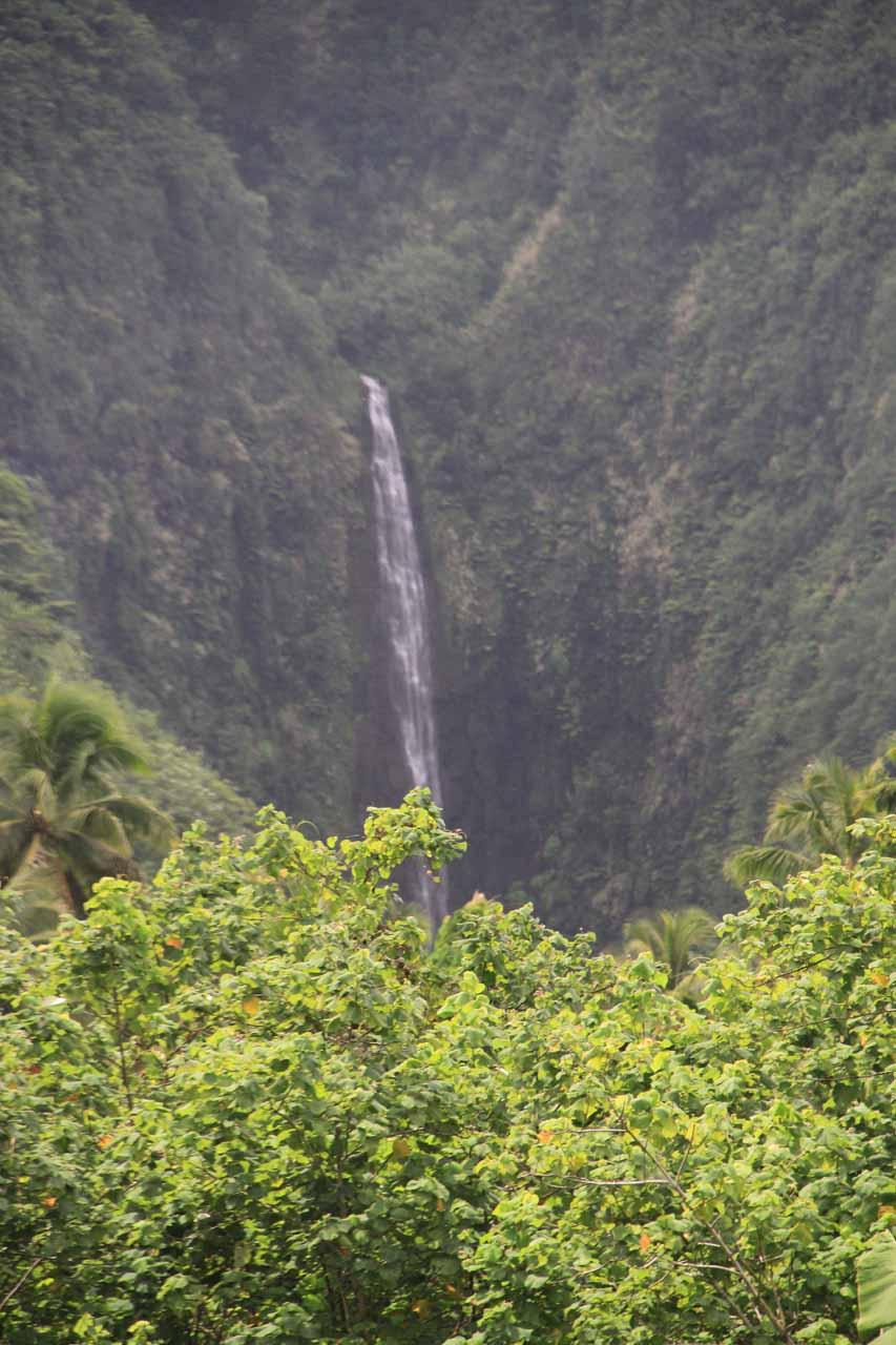 Just focused on the main drop of Vaiharuru Falls