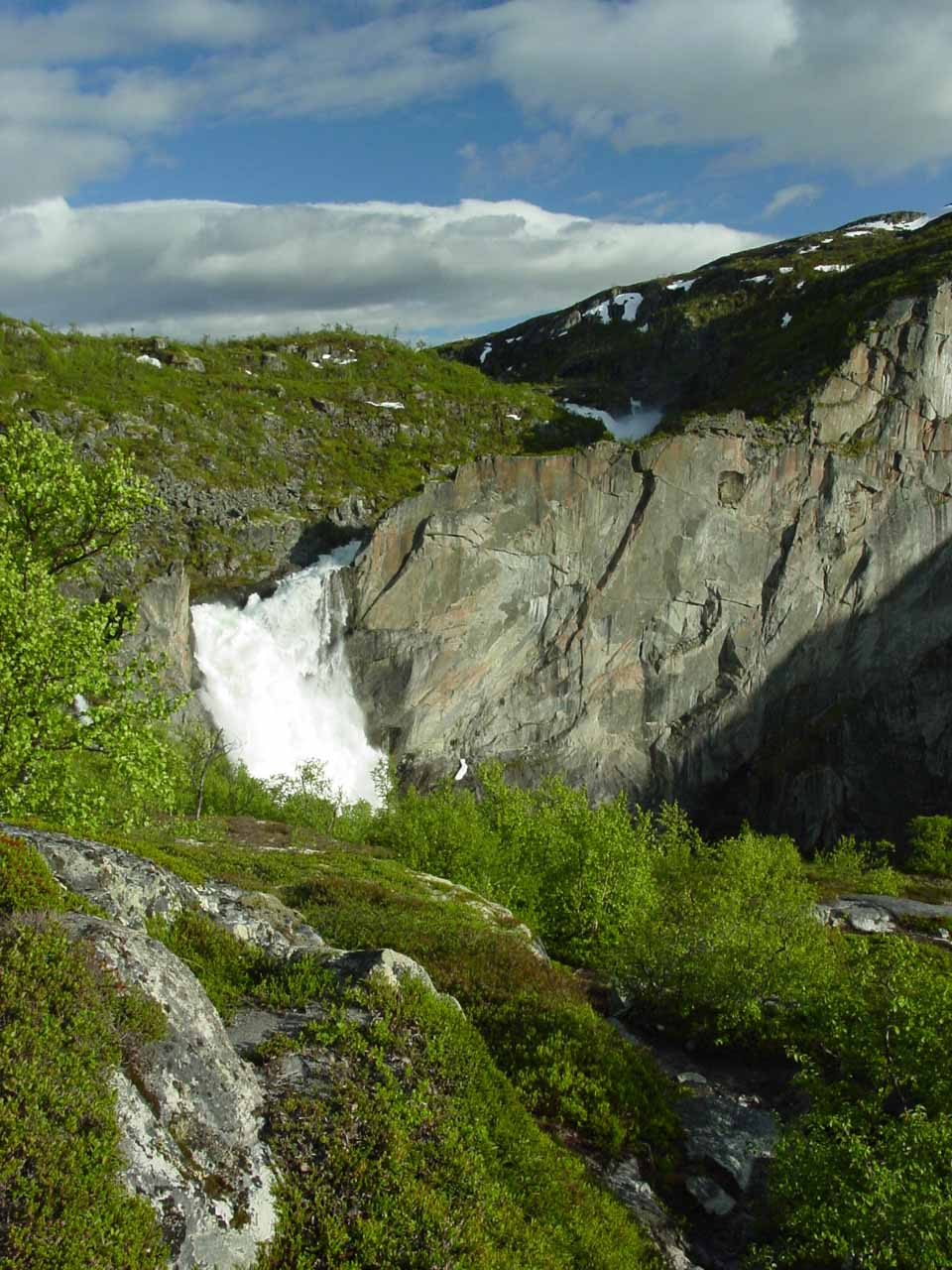 Once we got to this point, we had to scramble around to improve our view of Valursfossen