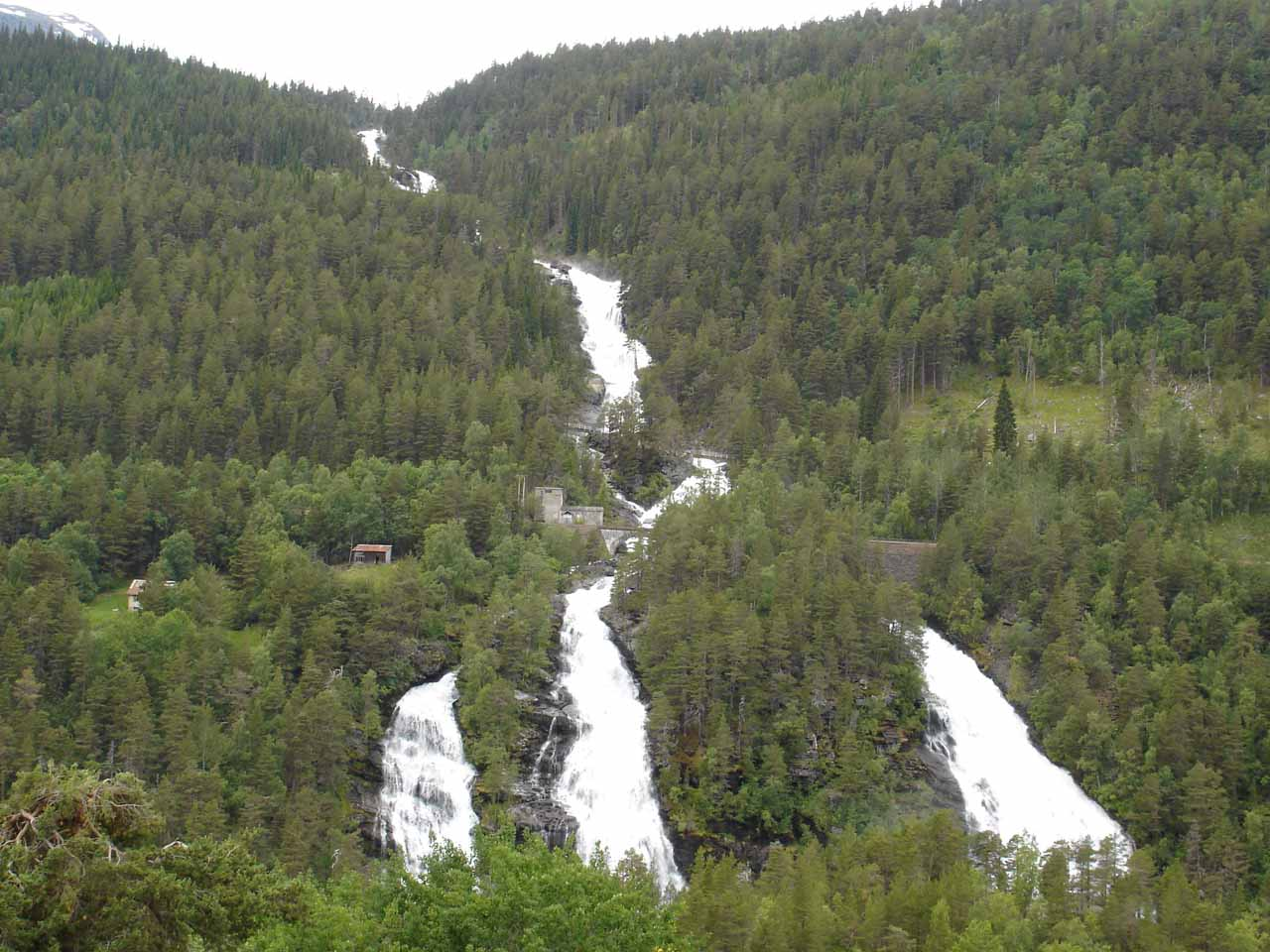 The next waterfall we saw further northwest on the E136 was the impressive Vermafossen