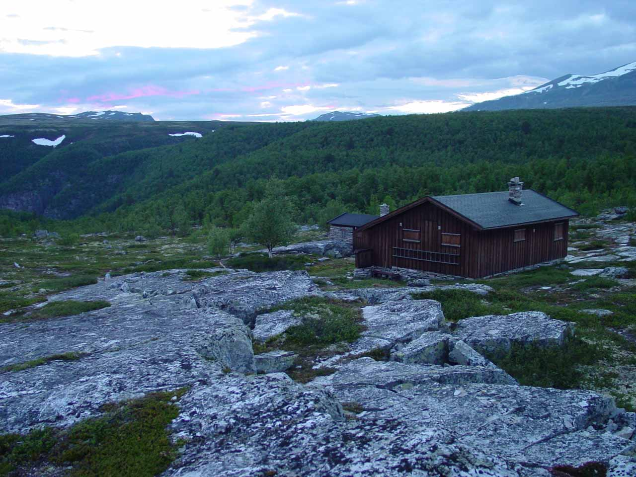 This was either the last or the next-to-last cabin I saw while hiking on the Peer Gynt Trail